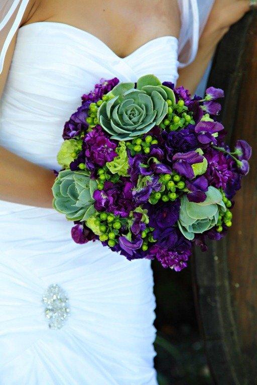 Цветы, букет фиолетовые с зеленым какой цветы