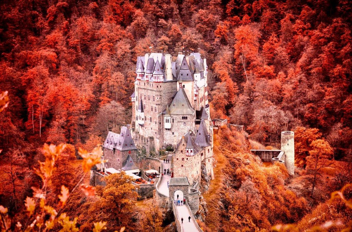 самый красивый замок в мире фото больше больше людей