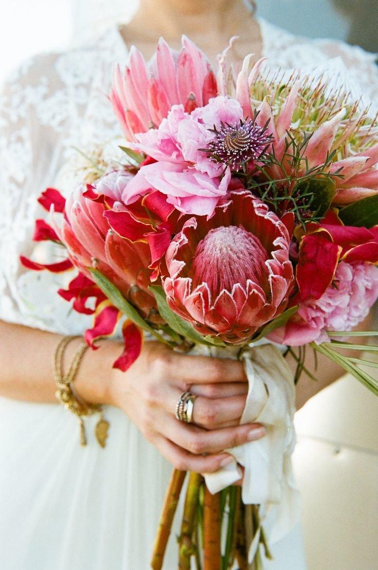 Букеты роз, экзотический цветок в букете