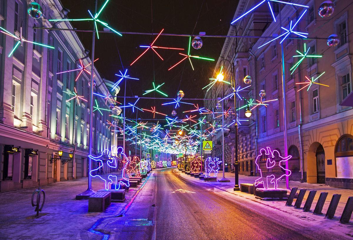 всемирной новогоднее украшение улиц москвы фото вели охоту