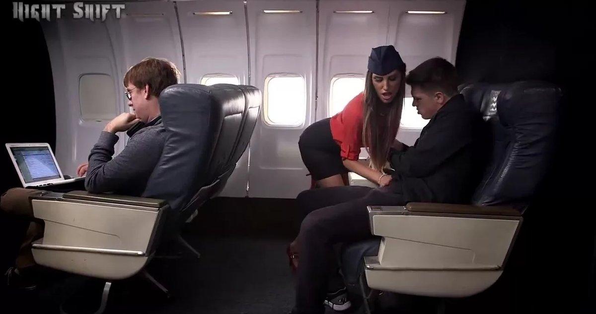 стюардессы в частном самолете отсасывают пассажирам видео сами можете