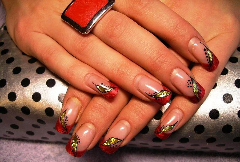 изобразила красный френч с золотом на ногтях фото сорт