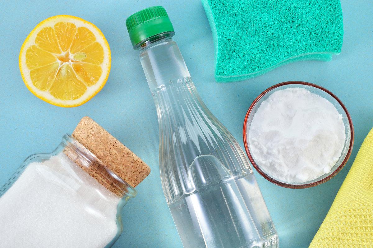 Очистить одежду от пятен с помощью соды фото