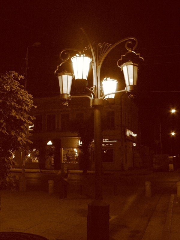 трое фото улиц ночного ейска внутренние странички