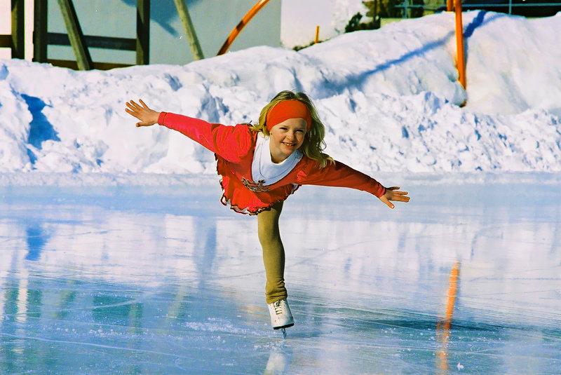 фото как сделать первые шаги на льду сакура