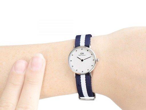 Daniel wellington кварцевые часы водонепроницаемые с камнями изумительные часы в классическом стиле с мягким блеском кристаллов swarovski станут вашим идеальным аксессуаром в любой ситуации.