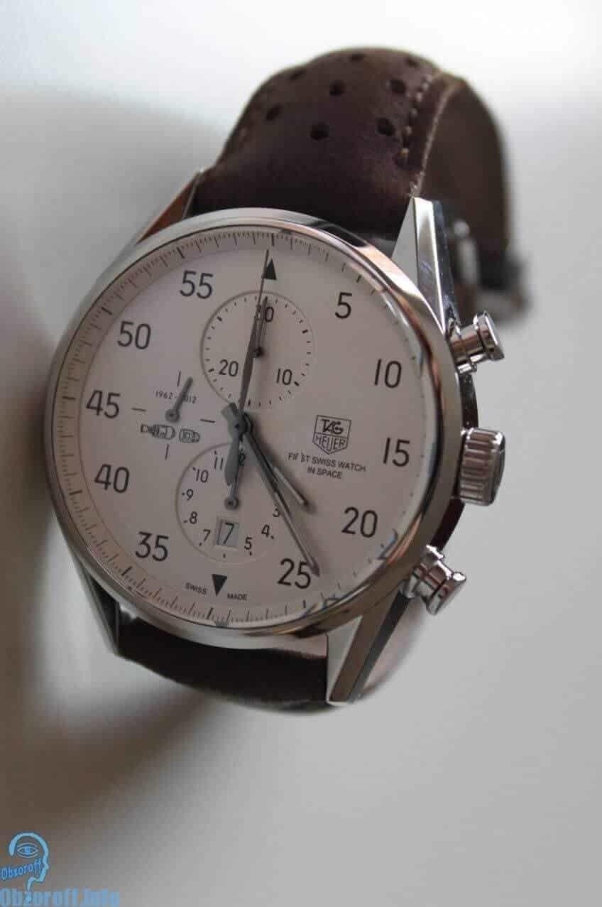 Для изготовления задней крышки корпуса часов также применяется сапфировое стекло, благодаря чему обеспечивается обзор на работу часового механизма.