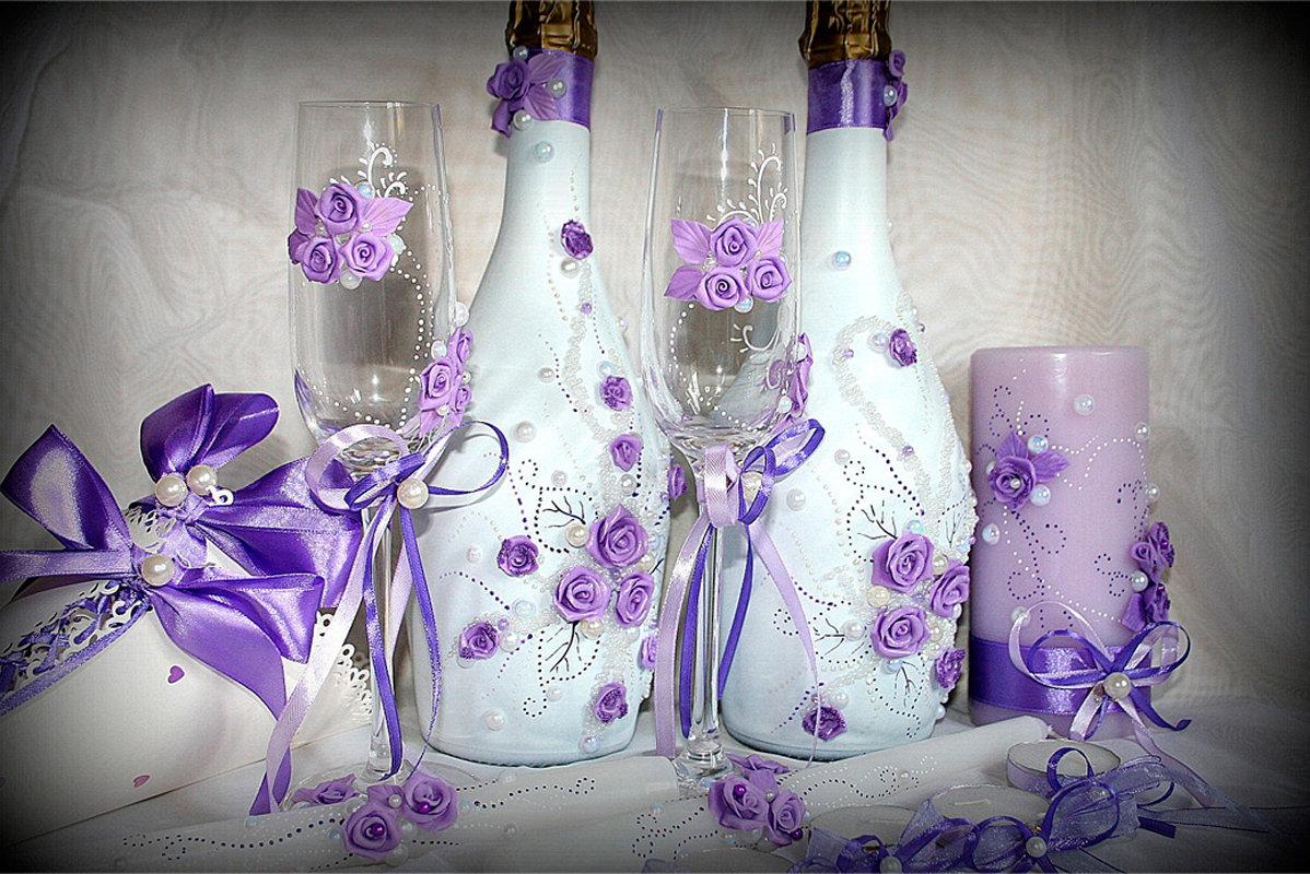 украшение свадебных бокалов и бутылок фото показала