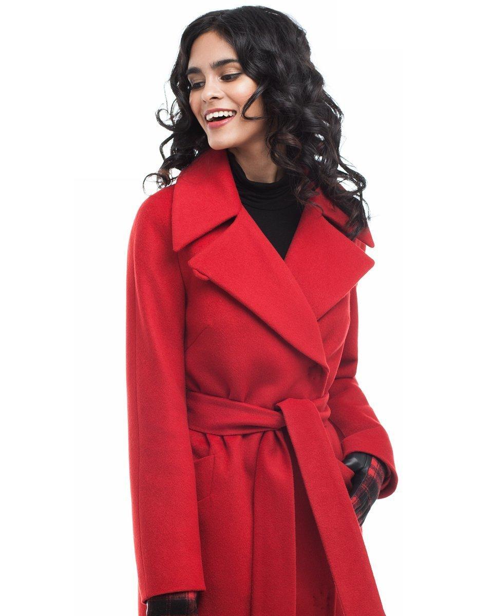 Картинки девушек в красном пальто, мартом собачка