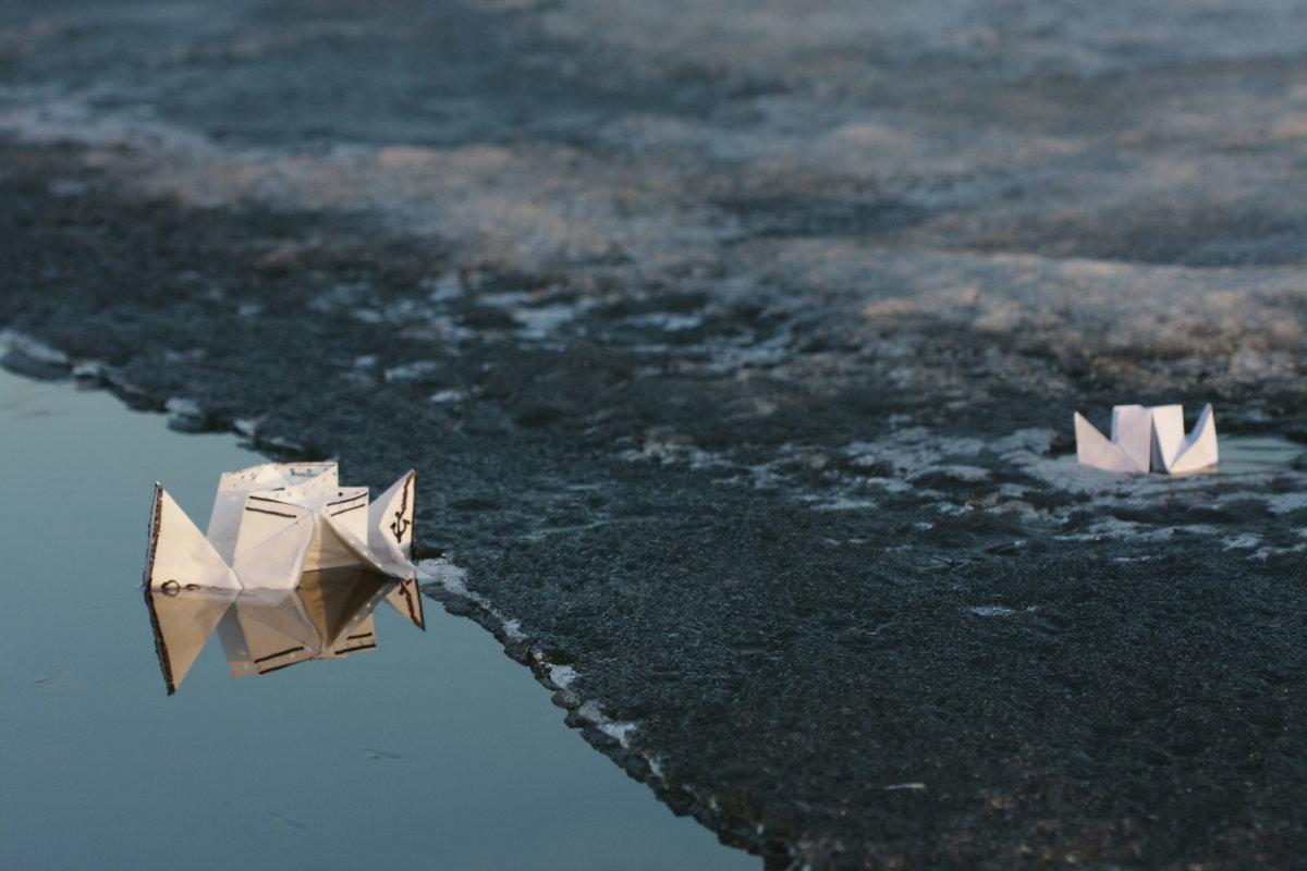 сильно картинка бумажный кораблик в ручейке сёрфинге можно