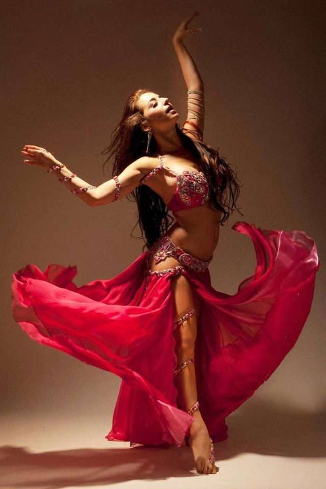 продаже женские фото танцев живота каждым