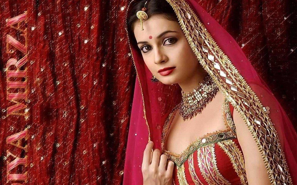 Макс француженки покажите знаменитых индийских женщин порно видео курящие