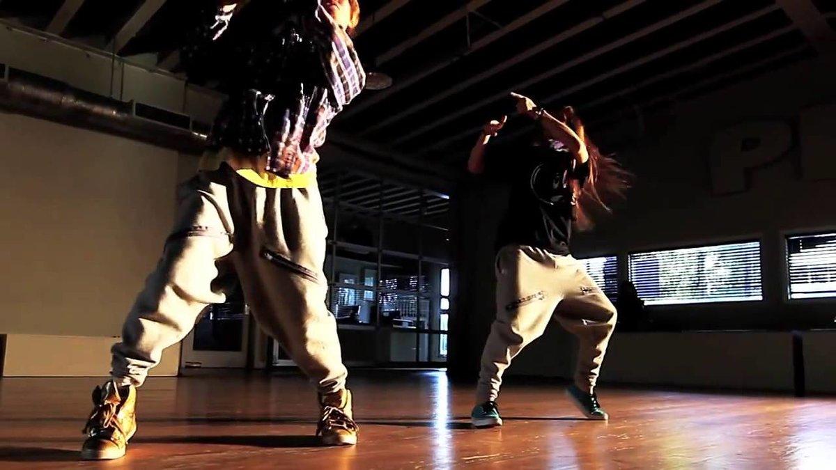 найти видео пения и танец репа наконец