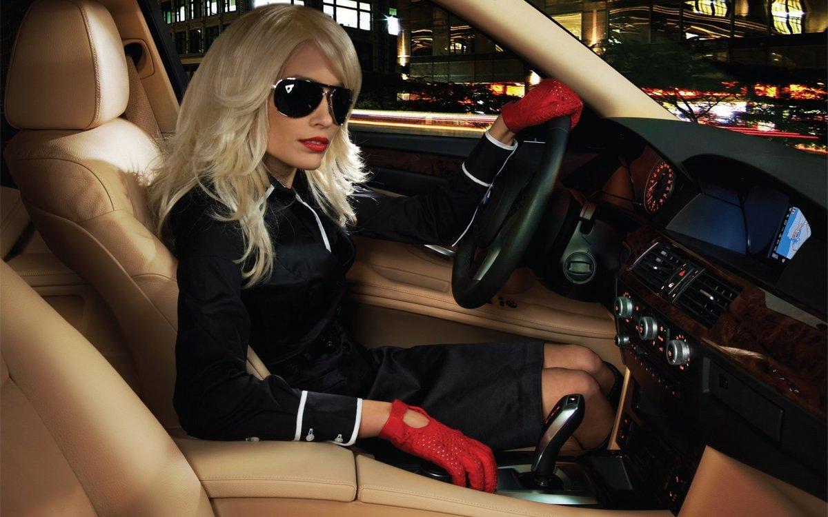 фото блондинок в машине были