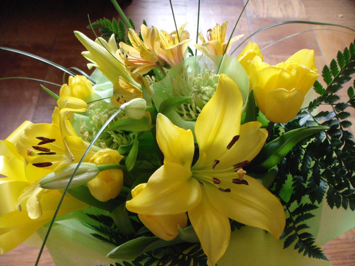 Открытки с желтыми лилиями с днем рождения