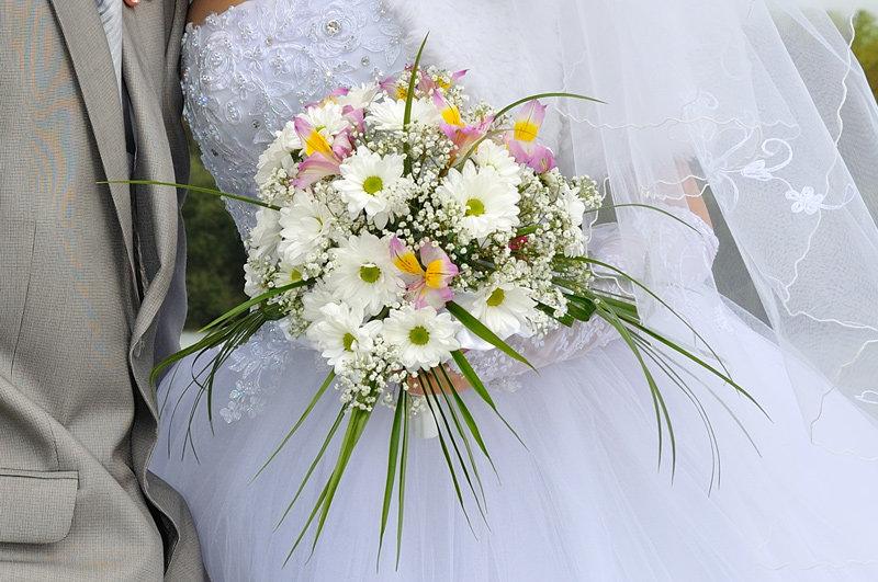 Букет, букет невесты из хризантем летний