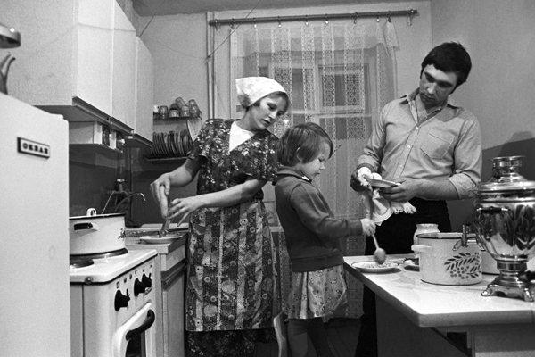 Советская семья в советской кухне