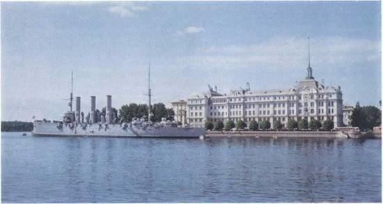 Крейсер «Аврора» на вечной стоянке у Нахимовского училища