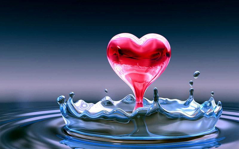 Капля упала в воду образовав сердце