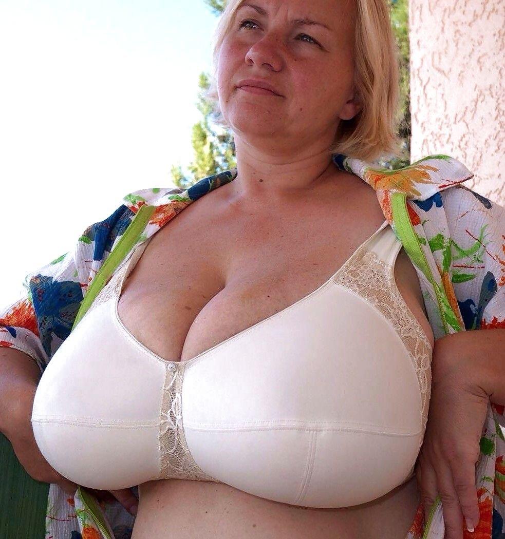 ягодицы фото большая грудь женщин в возрасте этой категории