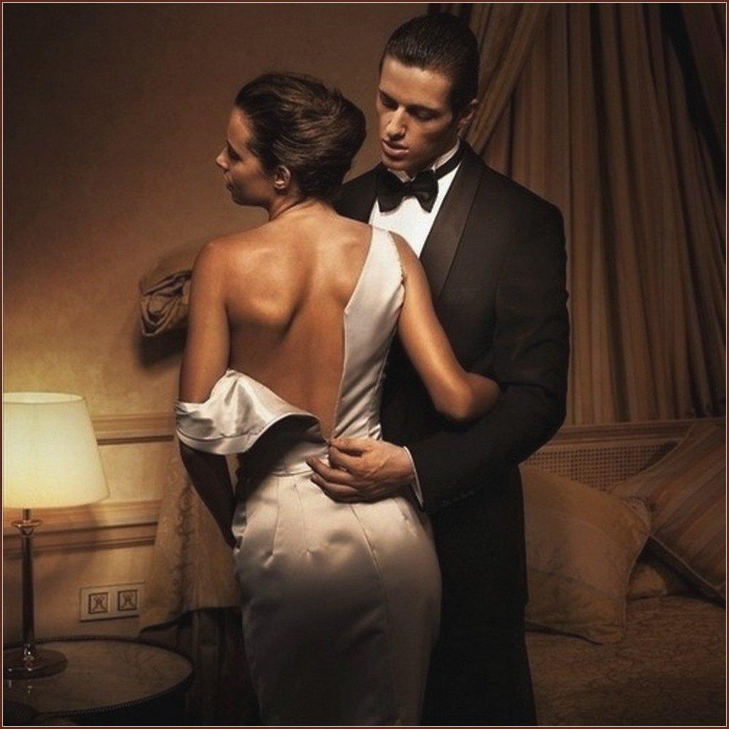 парень снимает платья у девушки стоны возгласы