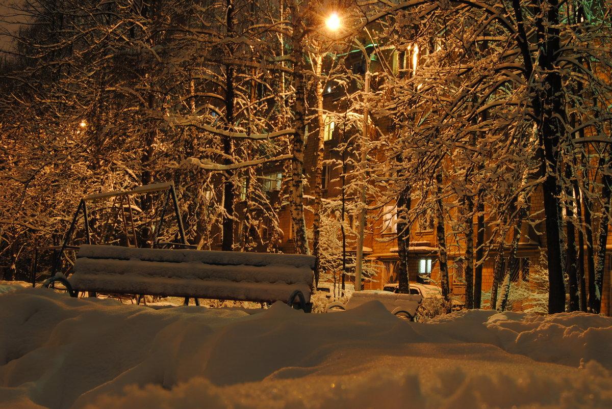 Снег во дворе картинка