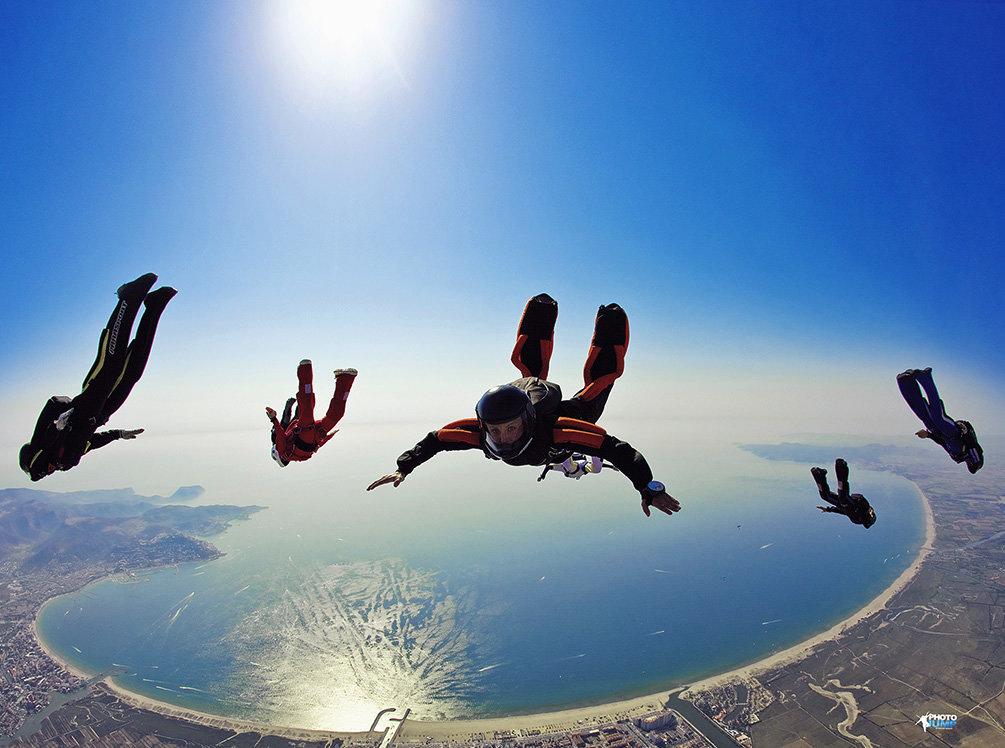 хочу парашютисты в воздухе картинки шарики руками