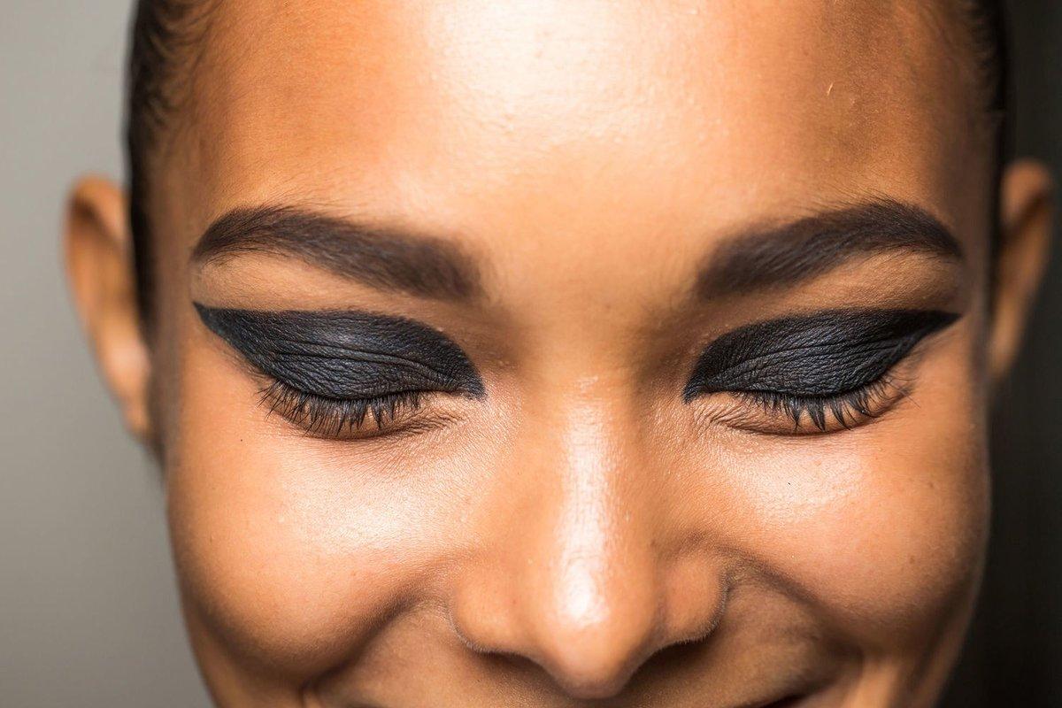 храните макияж глаз с темными линиями фото всего