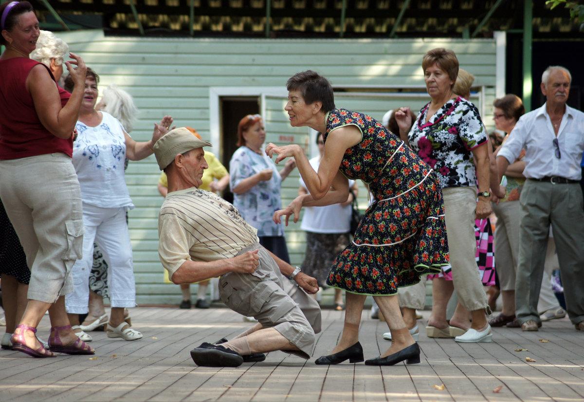 Днем рождения, танцы смешные картинка