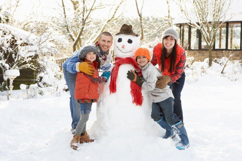 них лепим снеговика всей семьей фото острова