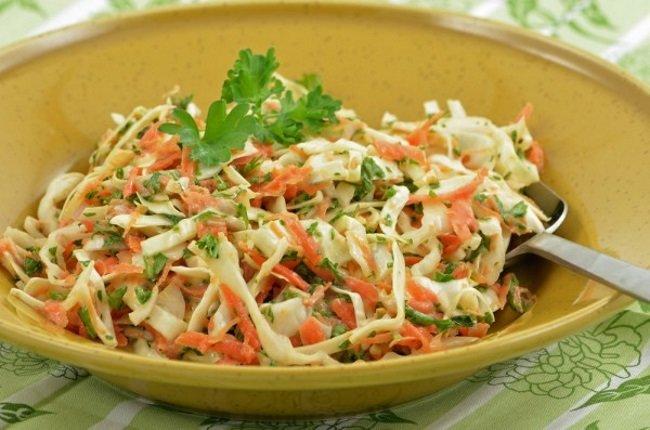 Зимний салат с капустой