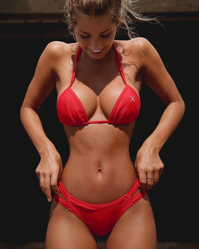 hot-girls-with-hourglass-bodies