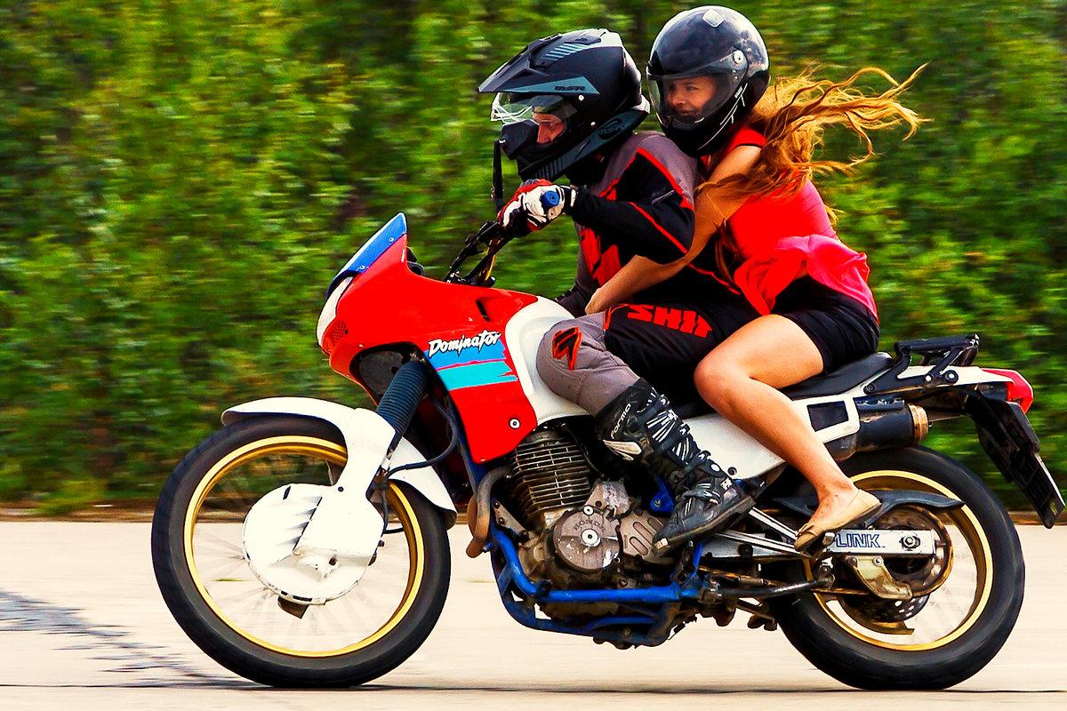 Два мотоцикла картинка