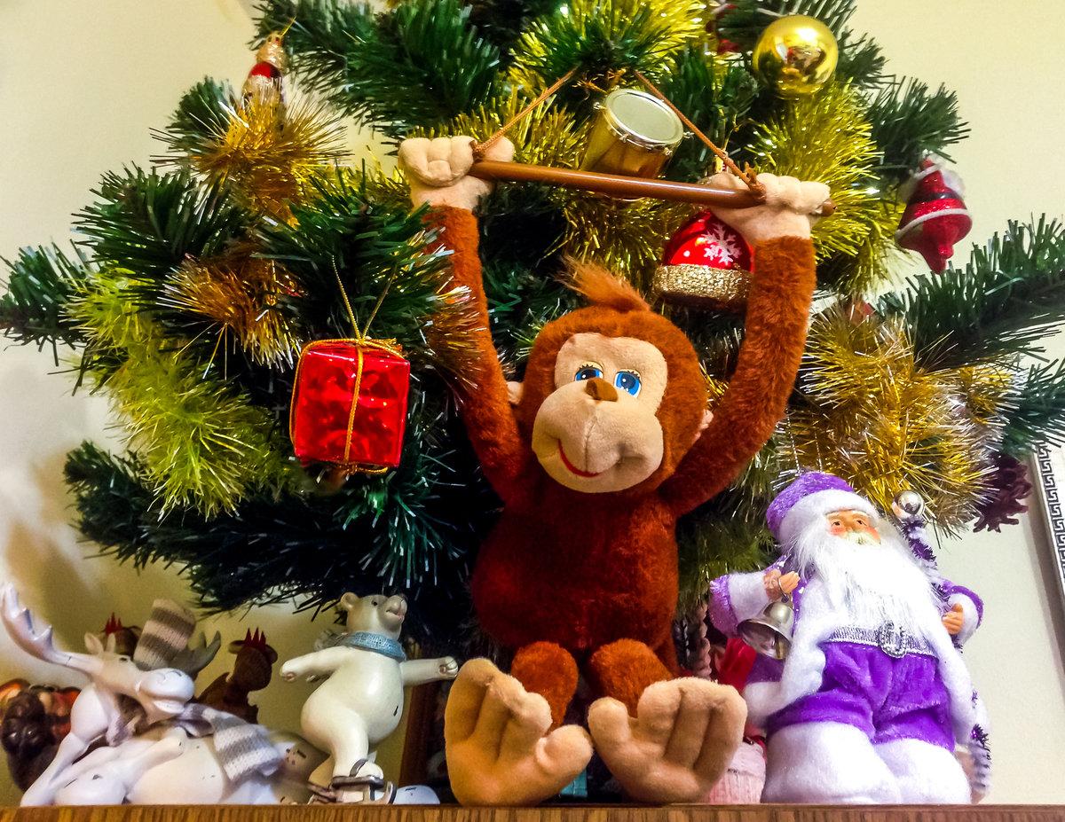 Картинка елка с обезьяной