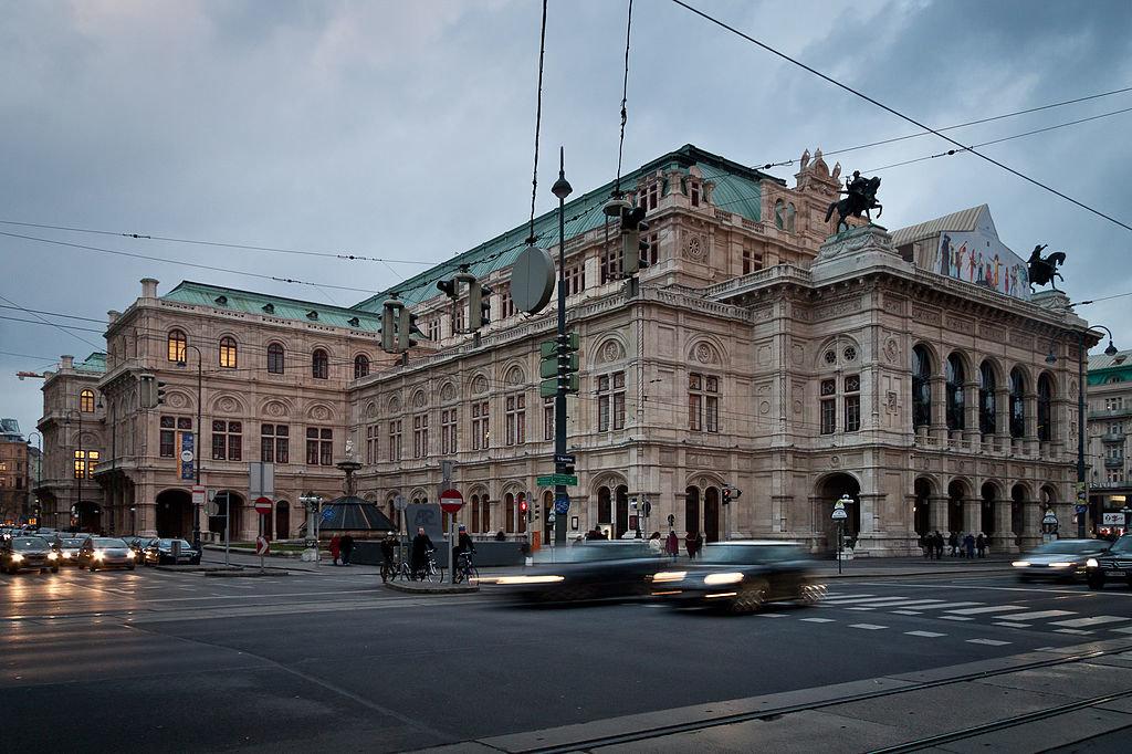 25 мая 1869 г. Открыто здание Венской оперы