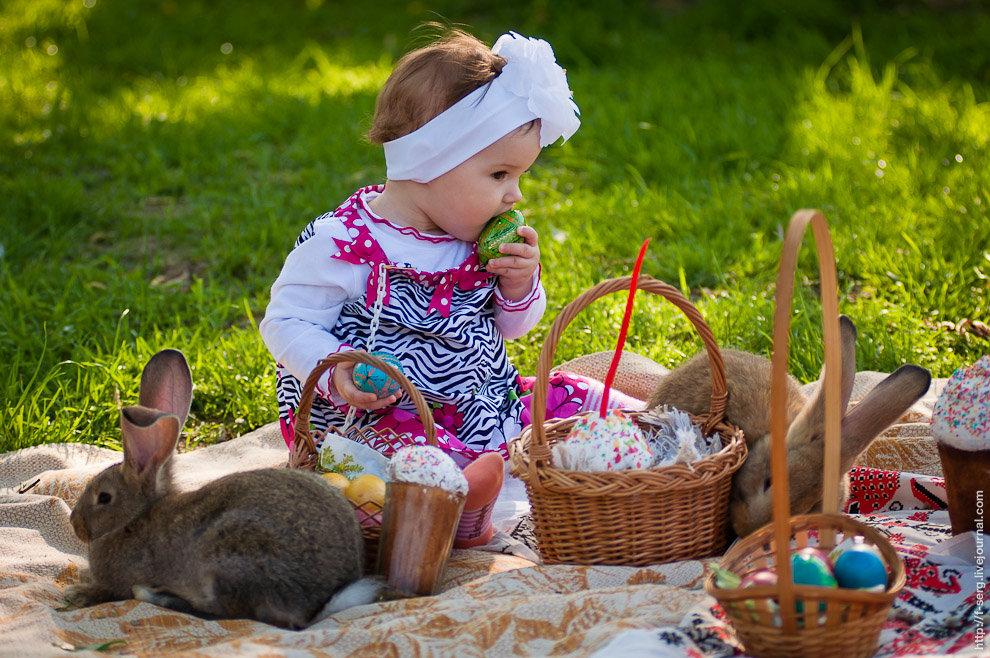 Картинка пасхальная с малышом