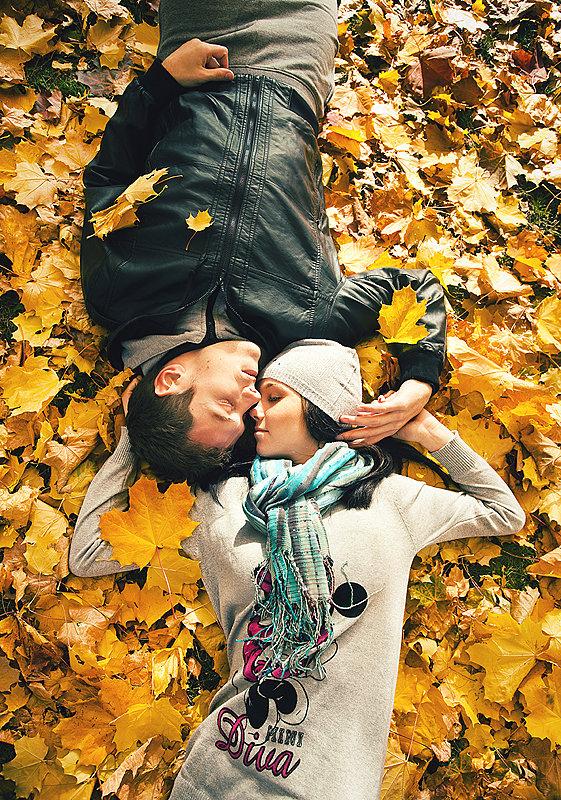 Картинки парня с девушкой осенью