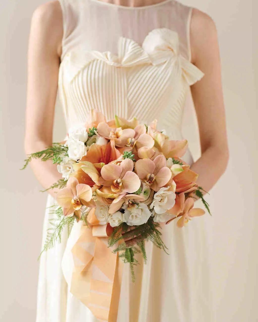 Свадебный букет под бежевое платье, склад цветов