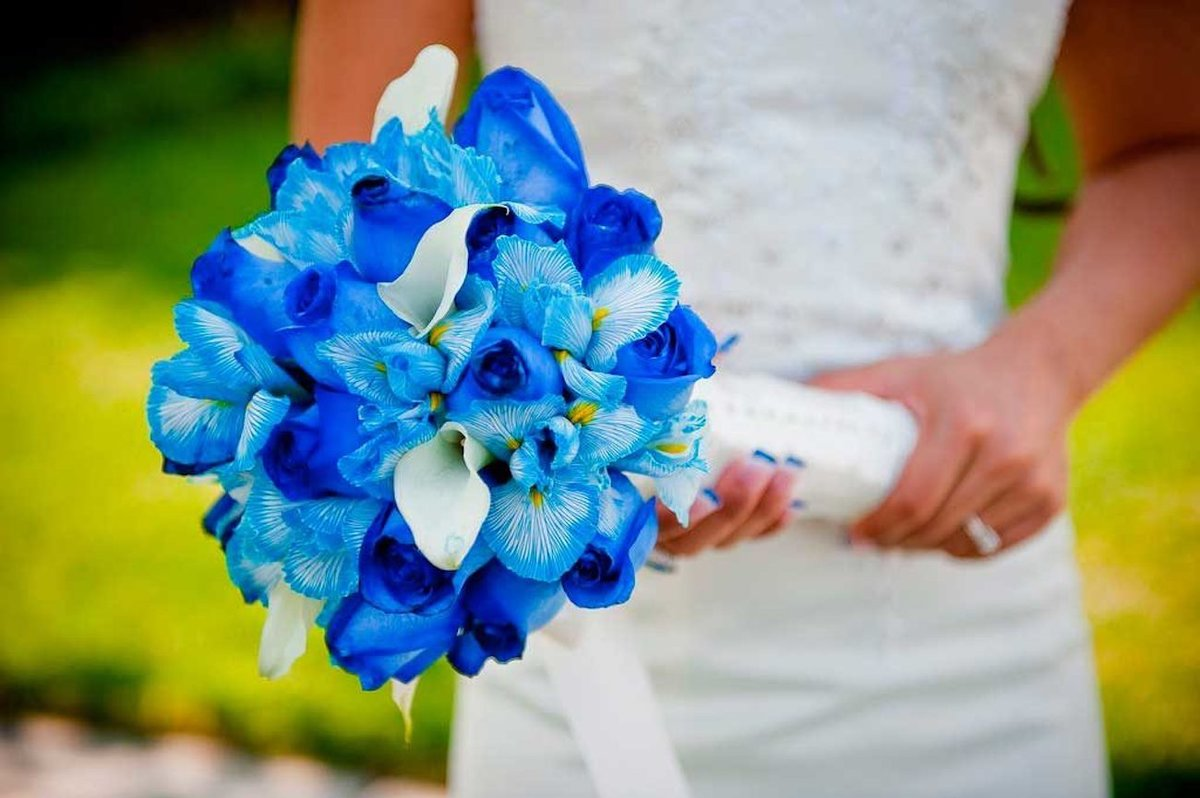 Свадебные букеты из синих или голубых цветов