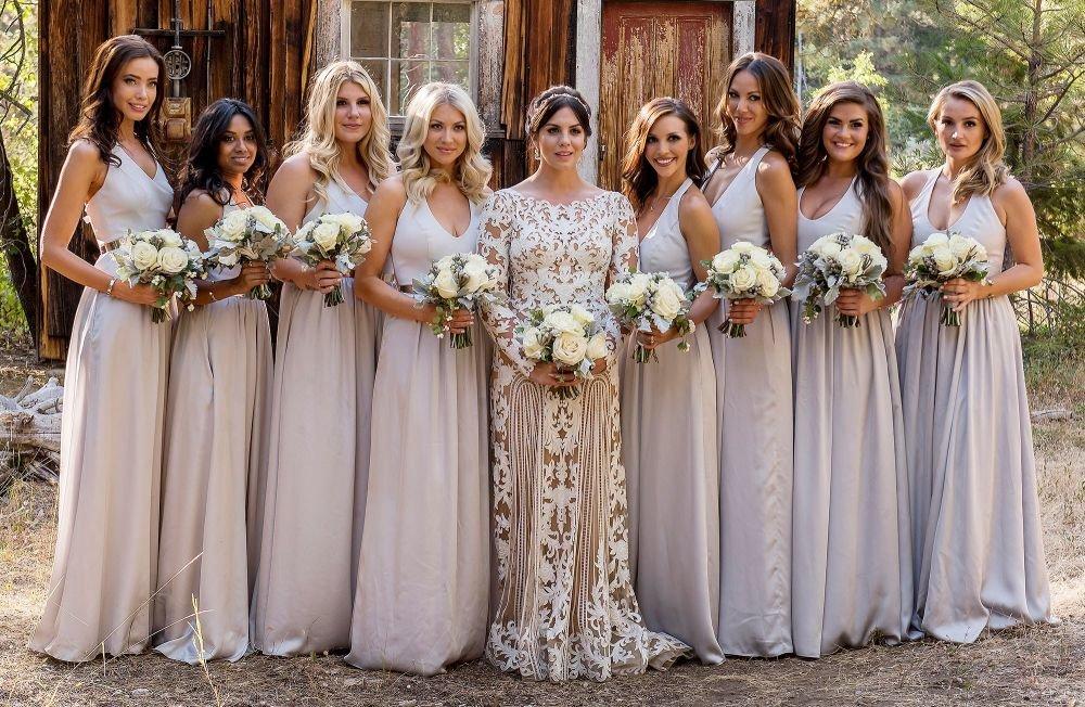 этом платье для подруг невесты фото простым исполнении
