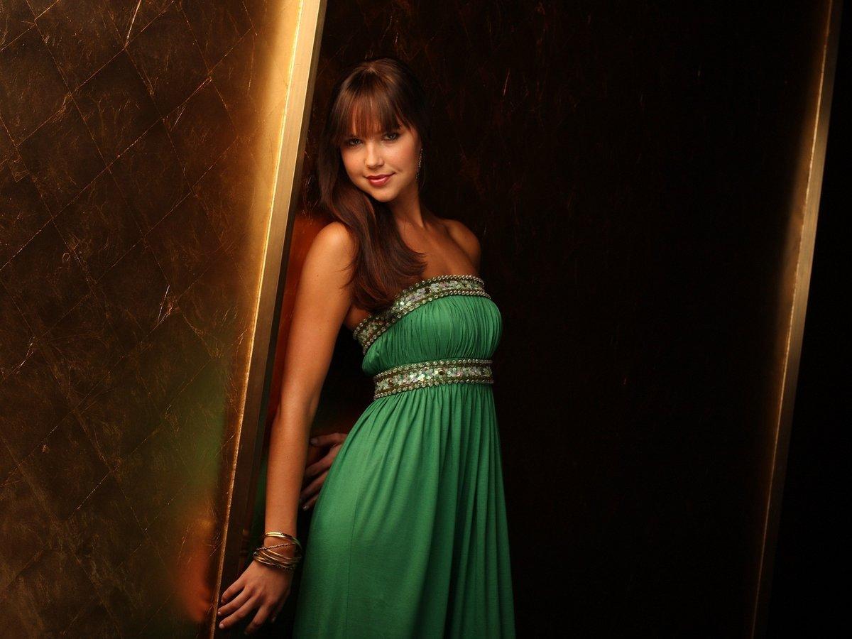 нельзя красивые брюнетки в зеленых платьях коротких фотки тебя стразами расшиты
