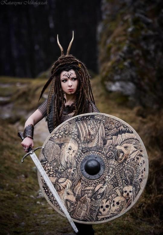 Белые, прикольные картинки девушка викинги