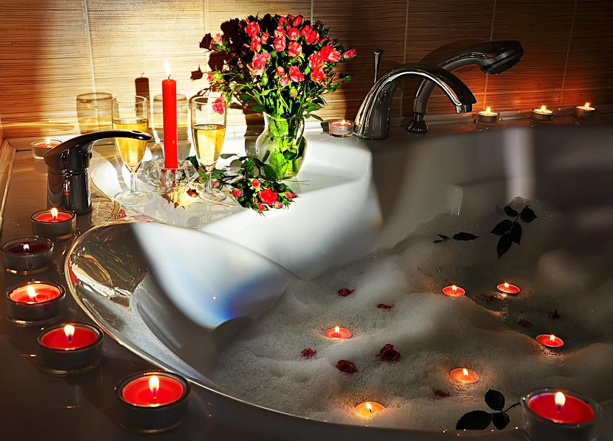 Ванна в лепестках роз фото