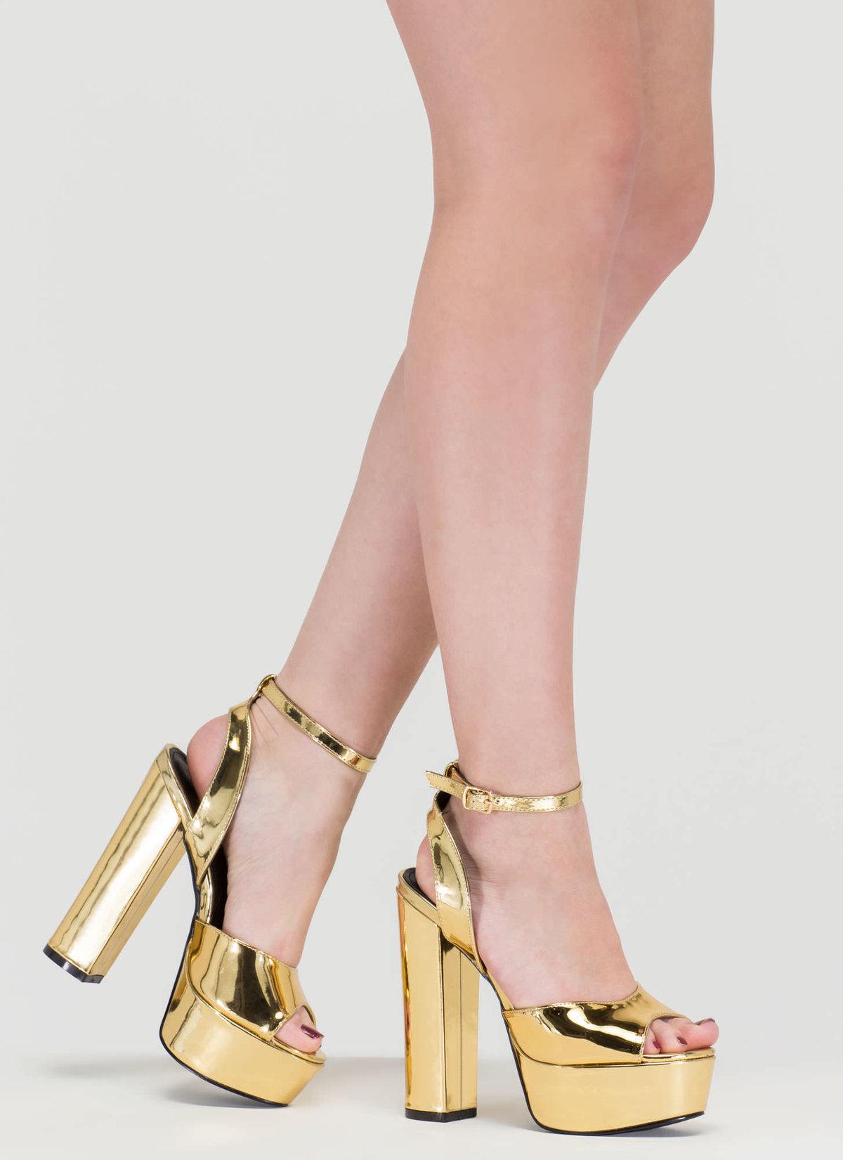 женские ноги в золотых туфлях фото человека опасность короедов