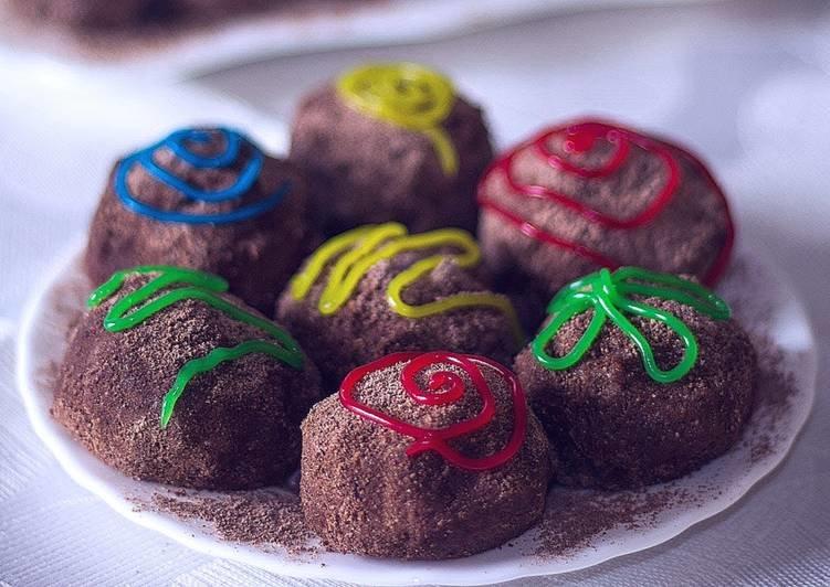 А можно сложить печенье в прочный полиэтиленовый пакет, завязать и покатать по поверхности скалкой.