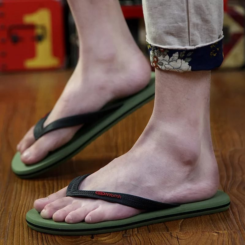 В шлепанцах ноги грязные — 6