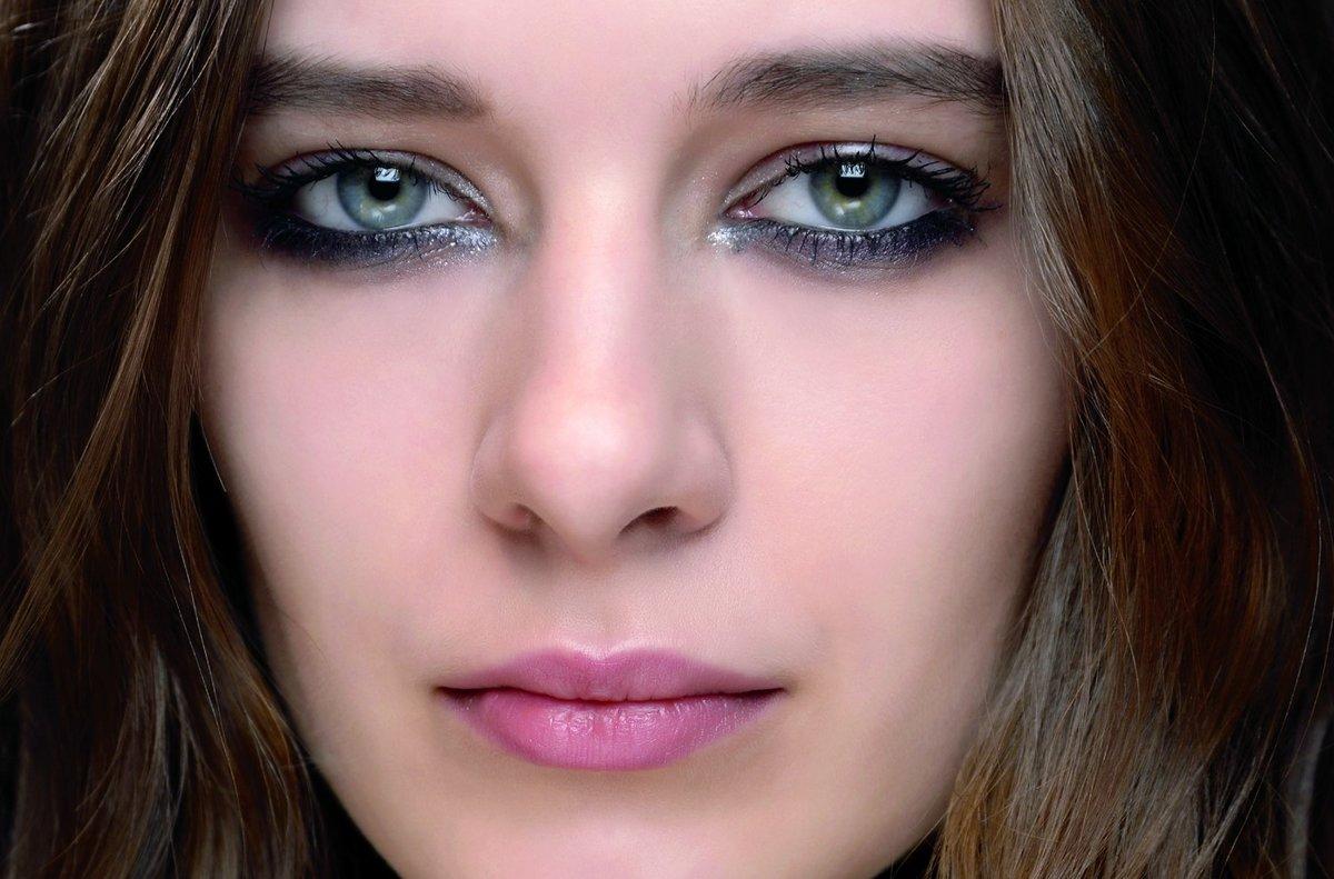 серый цвет глаз у человека фото интересные
