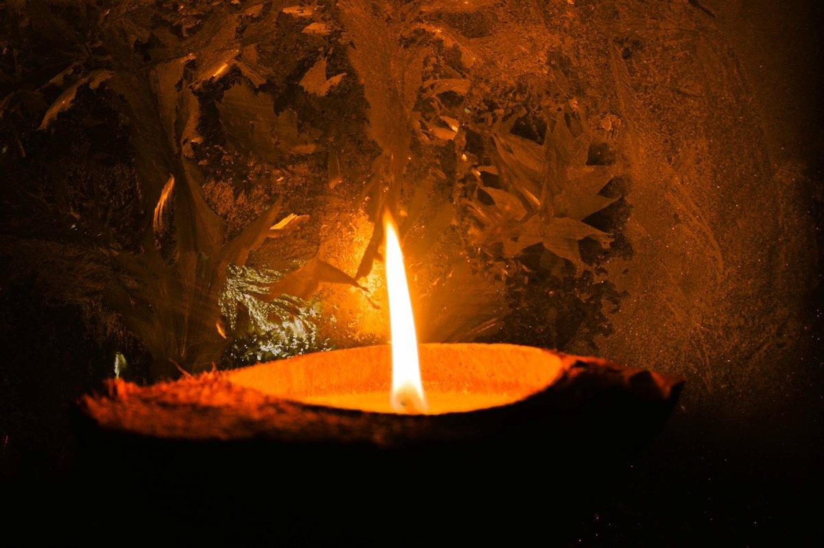 теперь картинка свеча горящая ночью нашему мнению, данный
