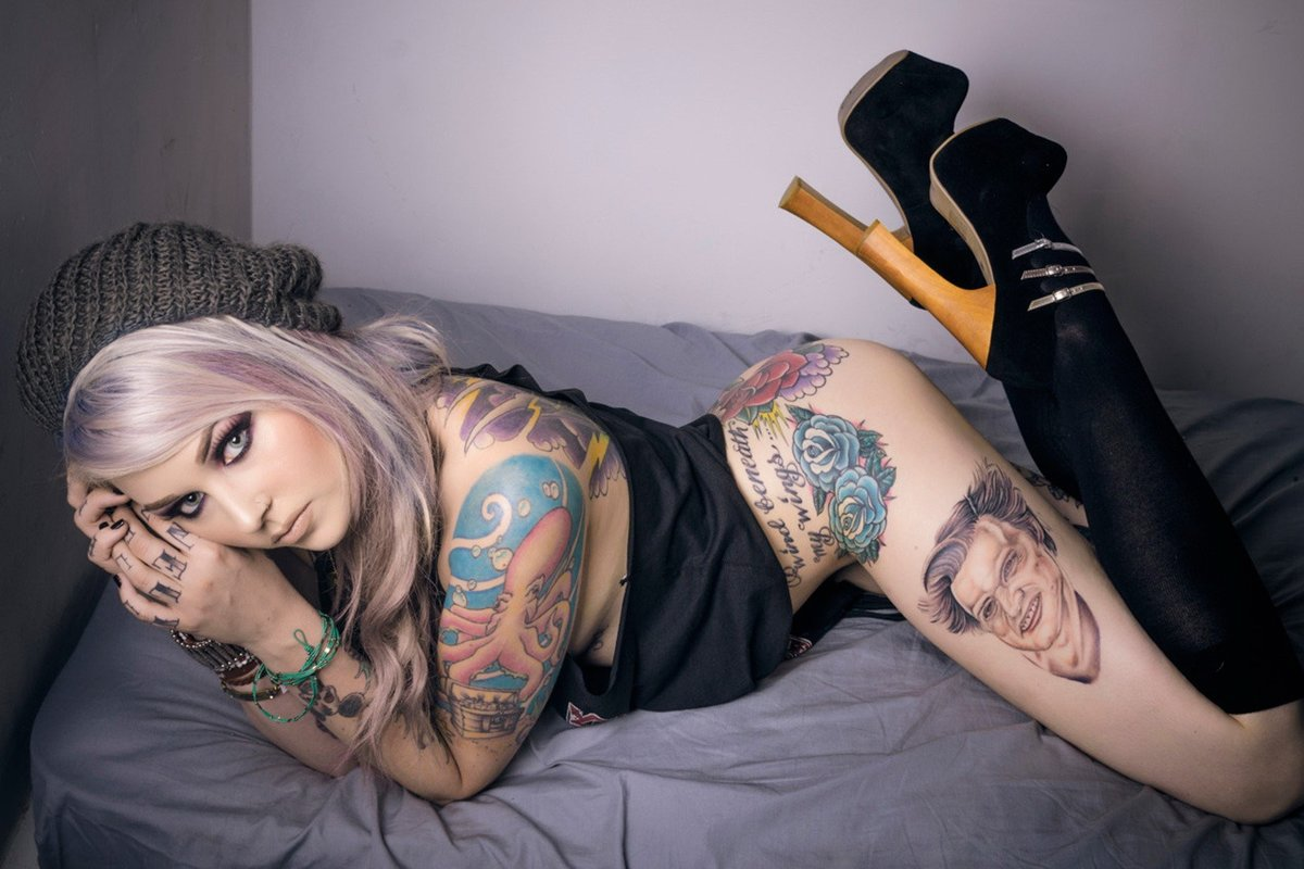hot-petite-tattooed-nude