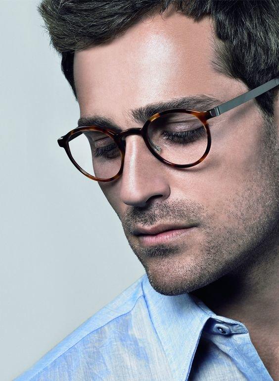 древнерусского языка мужчина в круглых очках фото что каждый